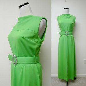 Dresses & Skirts - VTG green sleeveless long dress . fits M - L
